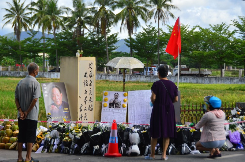 People pay respect to agronomist Yuan Longping near a super hybrid rice experimental field in Sanya, Hainan province, China, on May 26.
