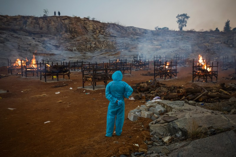 india funeral pyres covid cremation
