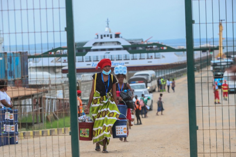 Internally displaced people arrive in Pemba from the boat of evacuees from the coasts of Palma, Mozambique, on April 1.