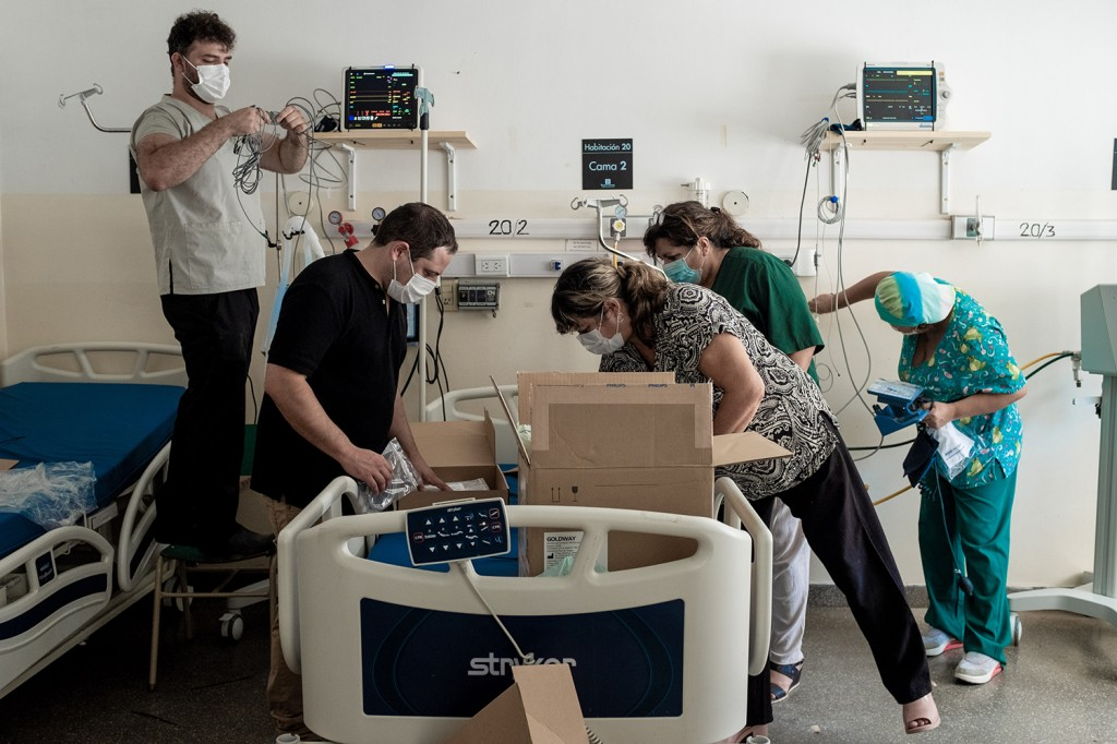 Hospital workers install new intensive care beds