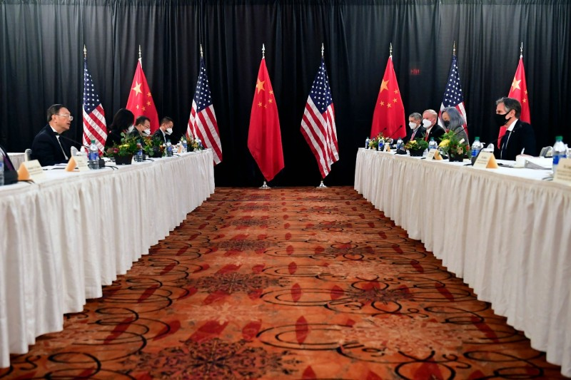 U.S. Secretary of State Antony Blinken (right) faces Yang Jiechi (left), director of the Central Foreign Affairs Commission Office.
