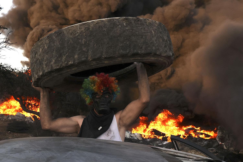 Palestinians burn tires