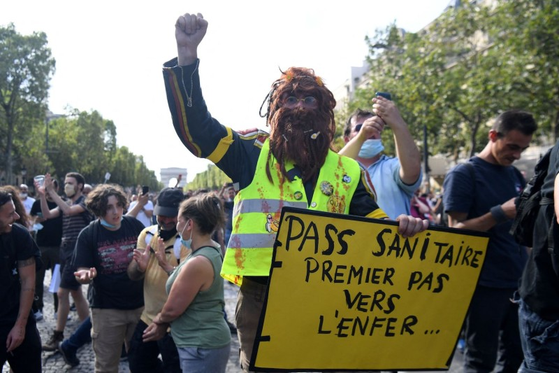 An anti-vaccination protester in France