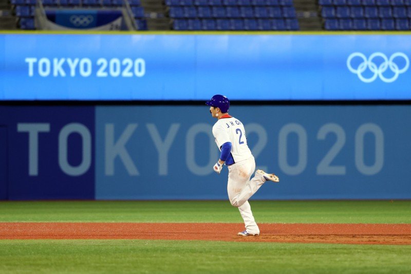 South Korean athlete runs bases at Tokyo Olympic Games.