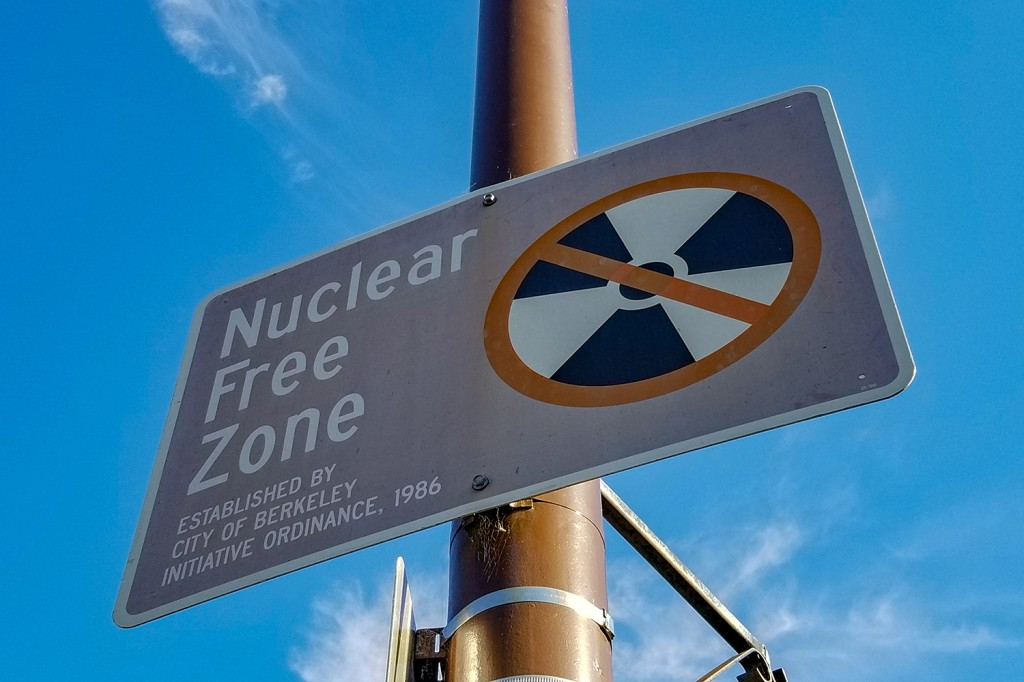 California sign says nuclear-free zone