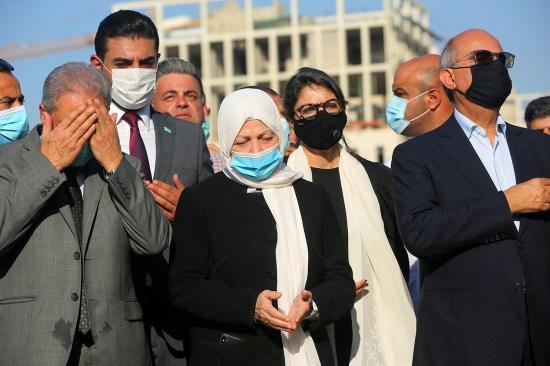 Family members mourn assassinated Prime Minister Rafik Hariri