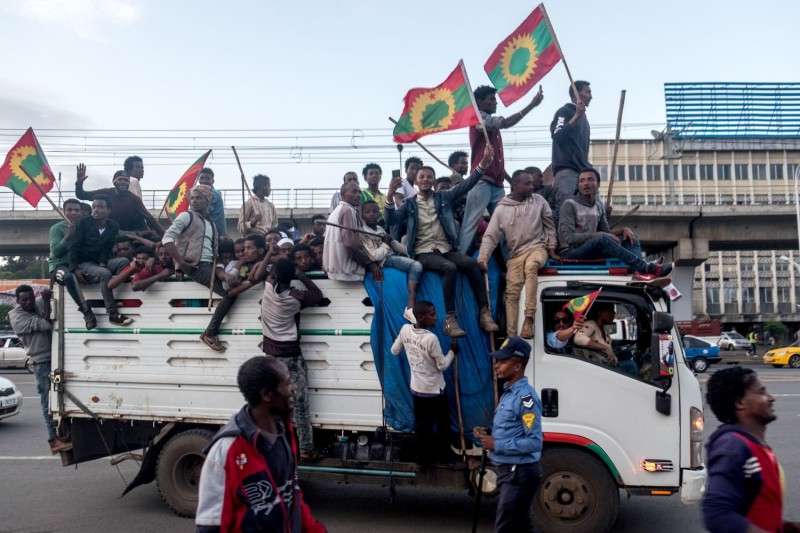 People celebrate ahead of the return of a formerly banned anti-government group, the Oromo Liberation Front (OLF), in the Ethiopian capital Addis Ababa on September 14, 2018.