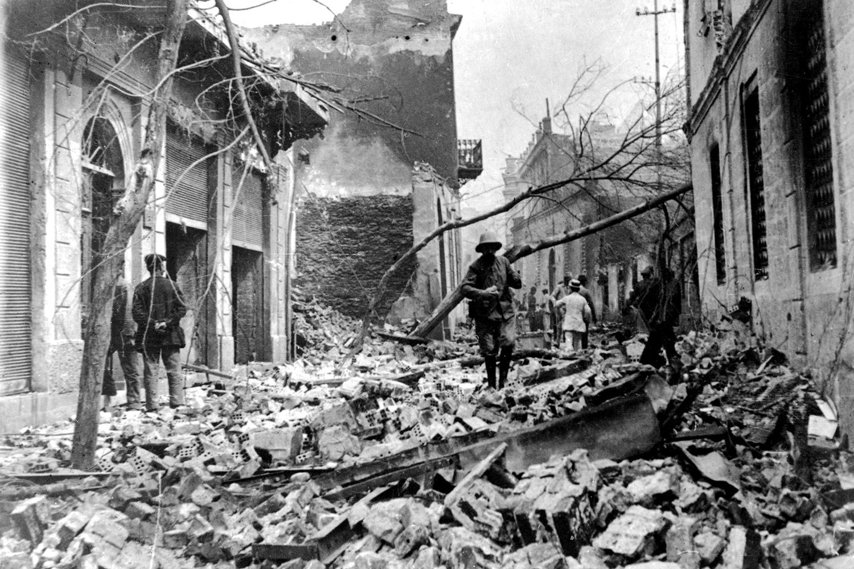 Destruction from a fire is seen in Thessaloniki, Greece, in 1917.