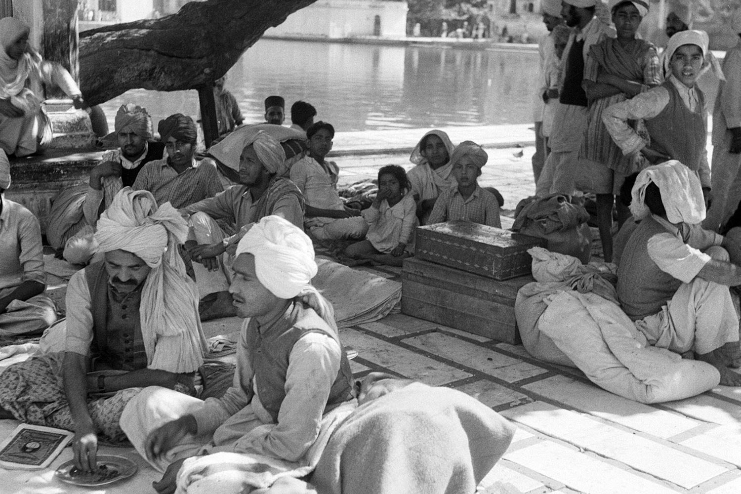 Refugees at the Golden Temple in 1947