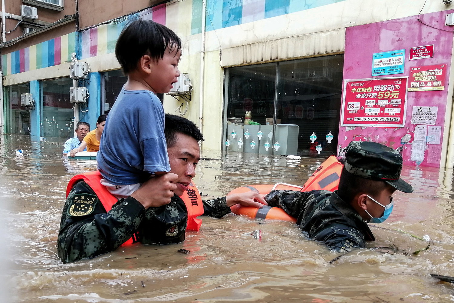 Men rescue boy in floodwaters in China