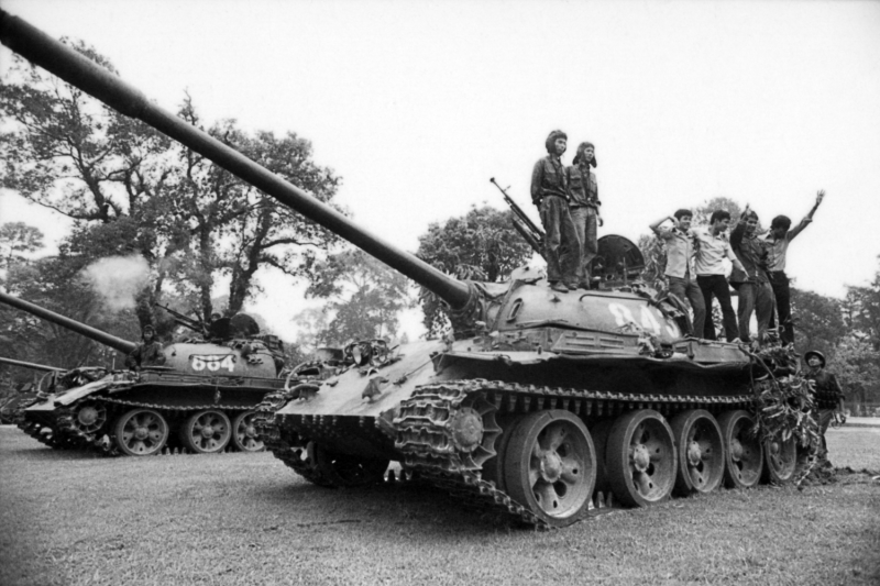 North Vietnamese Army tanks take over the South Vietnamese presidential palace.