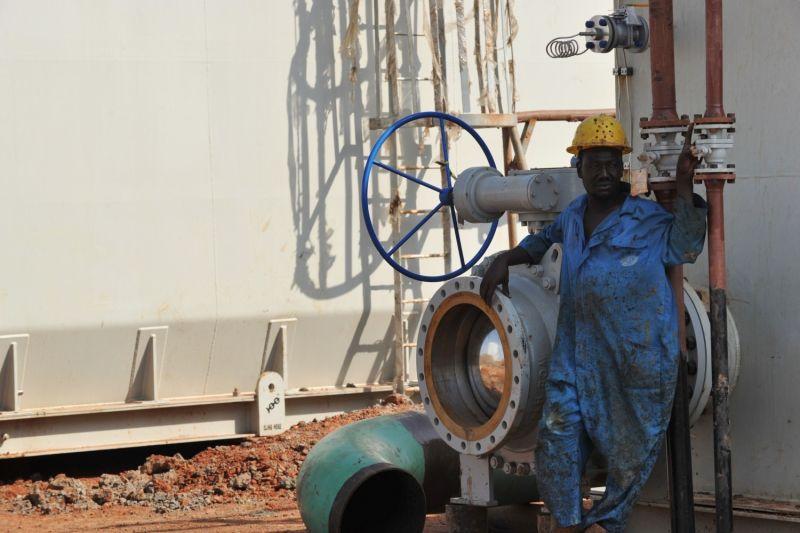An oil worker in South Sudan