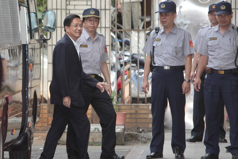 Taiwan's former President Chen Shui-bian arrives at the High Court in Taipei on July 19, 2010.