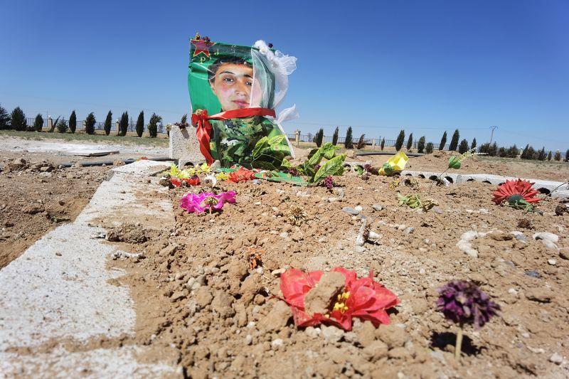 Zeynab Serekaniye's grave
