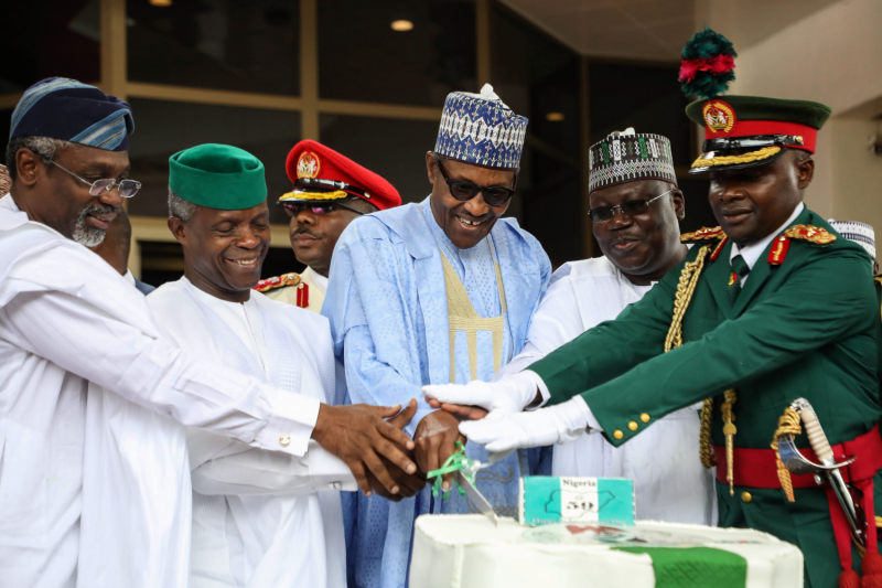 Nigerian politicians celebrate the country's independence.