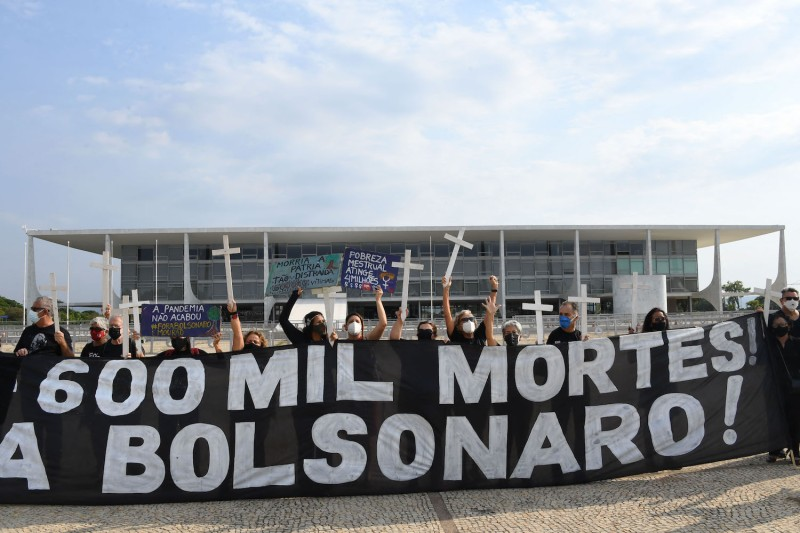 Demonstrators protest in front of the Planalto Palace in Brasília on Oct. 8, the day Brazil was expected to reach the milestone of 600,000 people dead of COVID-19.